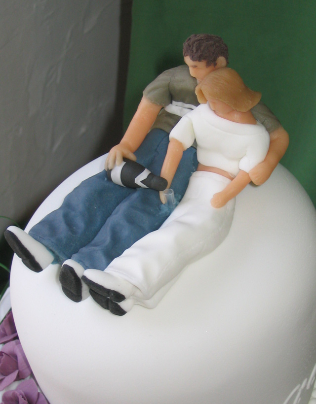 "Victoria and Walter's ""wonky"" wedding cake - figures"