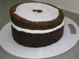 Cakeboard on middle tier to cut sloping sides